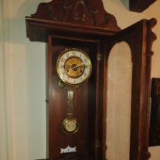 Relojes de pared: RELOJ DE CUERDA. DOS FLECHAS.AÑOS 60. FUNCIONANDO.. Lote 234120430
