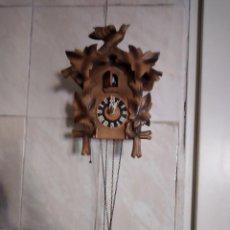 Relojes de pared: ANTIGUO RELOJ CUCÚ DE MADERA.SUISSE MADE. Lote 234120905
