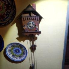 Relojes de pared: RELOJ SELVA NEGRA CON DESOLLINADOR Y CUCO. SIN SONAJERIA.. Lote 234365340