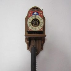 Relojes de pared: RELOJ DE PARED ALEMÁN MECÁNICO DE PÉNDULO ESTILO HOLANDÉS CON FASE LUNAR FUNCIONA Y DA CAMPANADAS. Lote 234734210