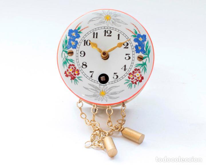 Relojes de pared: Reloj alemán miniatura vintage de pesas esmaltado a cuerda, NUEVO de antiguo stock! - Foto 4 - 234921990