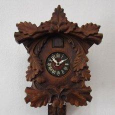 Relojes de pared: RELOJ ANTIGUO DE PARED ALEMÁN CUCU CUCO PÉNDULO FUNCIONA CON PESAS DE LA ALEMANIA ORIENTAL COMUNISTA. Lote 235143155