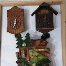 Relojes de pared: DOS ANTIGUOS RELOJES DE PARED, UN RELOJ DE CUCU-CUCO Y UN PESA ANTIGUA.. Lote 235193890