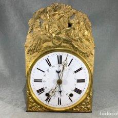 Relojes de pared: RELOJ MOREZ SIGLO XIX ESFERA CERÁMICA Y LATÓN REPUJADO -. Lote 235359790
