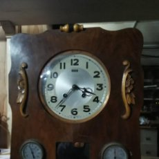 Relógios de parede: RARISIMO RELOJ DE PARED CON TERMOMETRO E HIGROMETRO, FUNCIONA Y CON SONERIA DE MEDIADOS DEL SIGLO XX. Lote 235455530