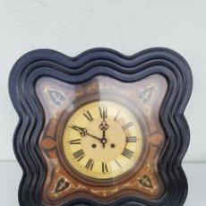 Relojes de pared: ANTIGUO GRAN RELOJ CON PENDULO DE PARED CARGA MANUAL. Lote 235964355
