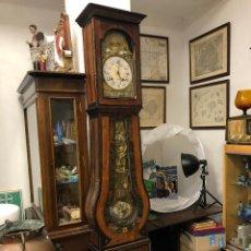 Relojes de pared: ANTIGUO RELOJ DE PIE PARED FRANCES, DE CARGA MANUAL, DE 3 CAMPANAS. FUNCIONA. Lote 236130970