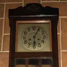Relojes de pared: ANTIGUO RELOJ PARED OCHO DIAS CUERDA MADERA JOSE BAENA DE ZARAGOZA COMPLETO. Lote 236251505