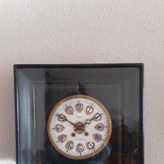 Relojes de pared: RELOJ OJO DE BUEY ISABELINO CUADRADO ESFERA DE ALABASTRO NÚMEROS RESALTADOS FUNCIONANDO. Lote 237097970