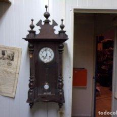 Relojes de pared: GRAN RELOJ DE PARED ISABELINO CON SU BONITA LLAVE FUNCIONANDO. Lote 237531110