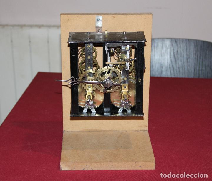 ANTIGUA MAQUINA RELOJ MOREZ - OJO DE BUEY - ULL DE BOU - FUNCIONA (Relojes - Pared Carga Manual)
