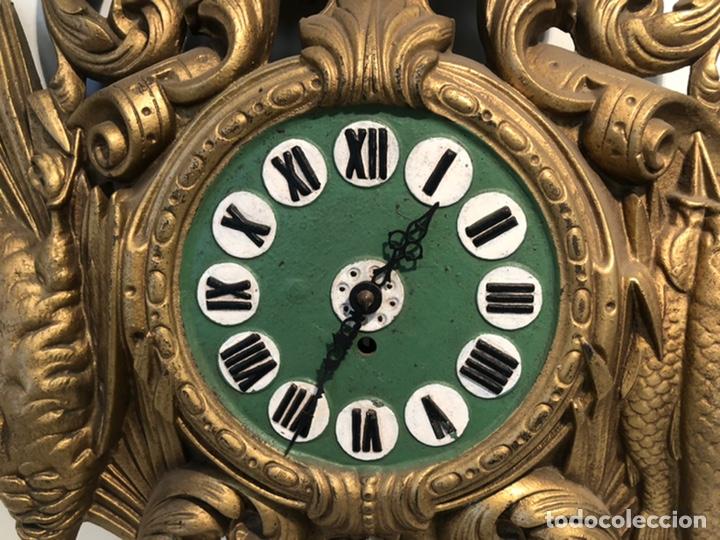 Relojes de pared: PRECIOSO FRONTAL DE RELOJ DE HIERRO COLADO CON MOTIVOS DE CAZA Y PESCA ANTIGUO. - Foto 3 - 238552705