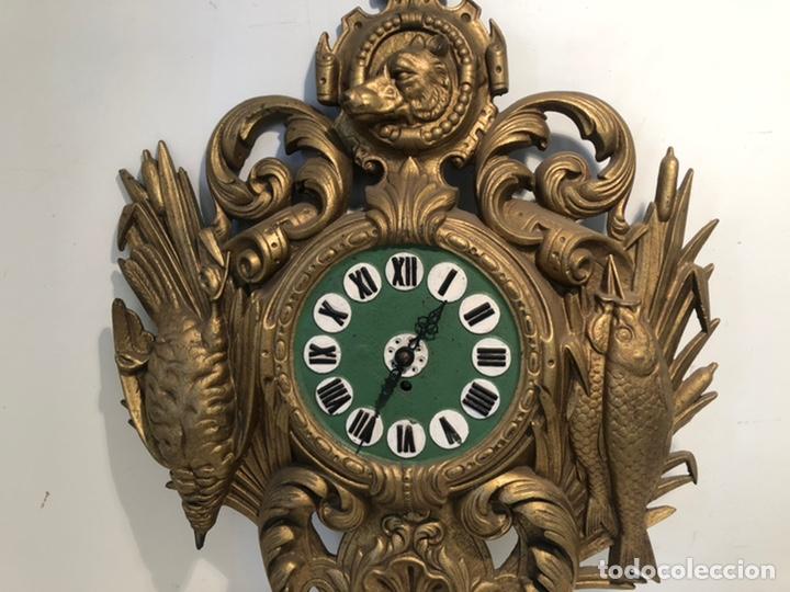 Relojes de pared: PRECIOSO FRONTAL DE RELOJ DE HIERRO COLADO CON MOTIVOS DE CAZA Y PESCA ANTIGUO. - Foto 4 - 238552705
