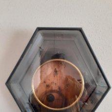 Relojes de pared: CAJA PARA RELOJ DE OJO DE BUEY ISABELINO CON CRISTAL Y SU GONG SIGLO XIX. Lote 240770160