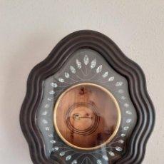 Relógios de parede: CAJA PARA RELOJ DE OJO DE BUEY ISABELINO CON CRISTAL Y SU GONG SIGLO XIX. Lote 242080880