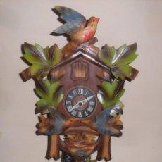 Relojes de pared: RELOJ DE CUCO DE LA SELVA NEGRA, MECÁNICO, MADERA TALLADA - FUNCIONA. Lote 243798410