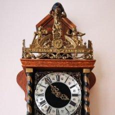Relojes de pared: RELOG ANTIGUO A PESAS. Lote 244935580