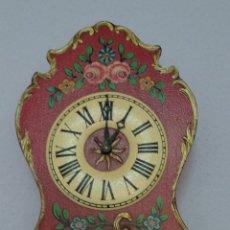 Relojes de pared: ORIGINAL RELOJ DE PARED - ANTIGUO DE PESAS. Lote 245008255