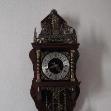 Relojes de pared: RELOJ ANTIGUO DE PARED ALEMÁN CON PESAS Y PÉNDULO ESTILO HOLANDÉS FUNCIONA Y DA CAMPANADAS AÑOS 50. Lote 245640575