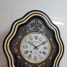 Relojes de pared: RELOJ ANTIGUO OJO BUEY MÁQUINA MOREZ MUY DETALLADO EN NÁCAR Y MARQUETERÍA BUEN ESTADO FUNCIONA MIRA. Lote 245731175