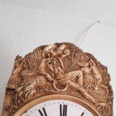 Relojes de pared: RELOJ MOREZ ANTIGUO MUY DETALLADO MOTIVO CAMPESTRE BUEN ESTADO FUNCIONA ALTA COLECCIÓN. Lote 246101945