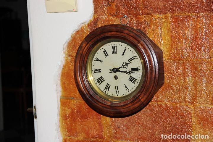 ANTIGUO RELOJ DE PARED OJO DE BUEY DE PEQUEÑO TAMAÑO (Relojes - Pared Carga Manual)
