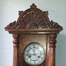 Relojes de pared: RELOJ DE PARED PRIMER CUARTO SIGLO XX MARCA KIENZLE - FUNCIONA. Lote 246823485