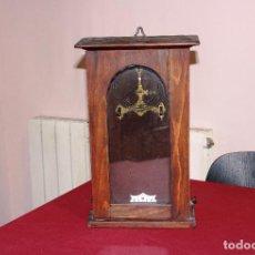 Relojes de pared: ANTIGUA CAJA DE MADERA PARA RELOJ DE PARED. Lote 249367135