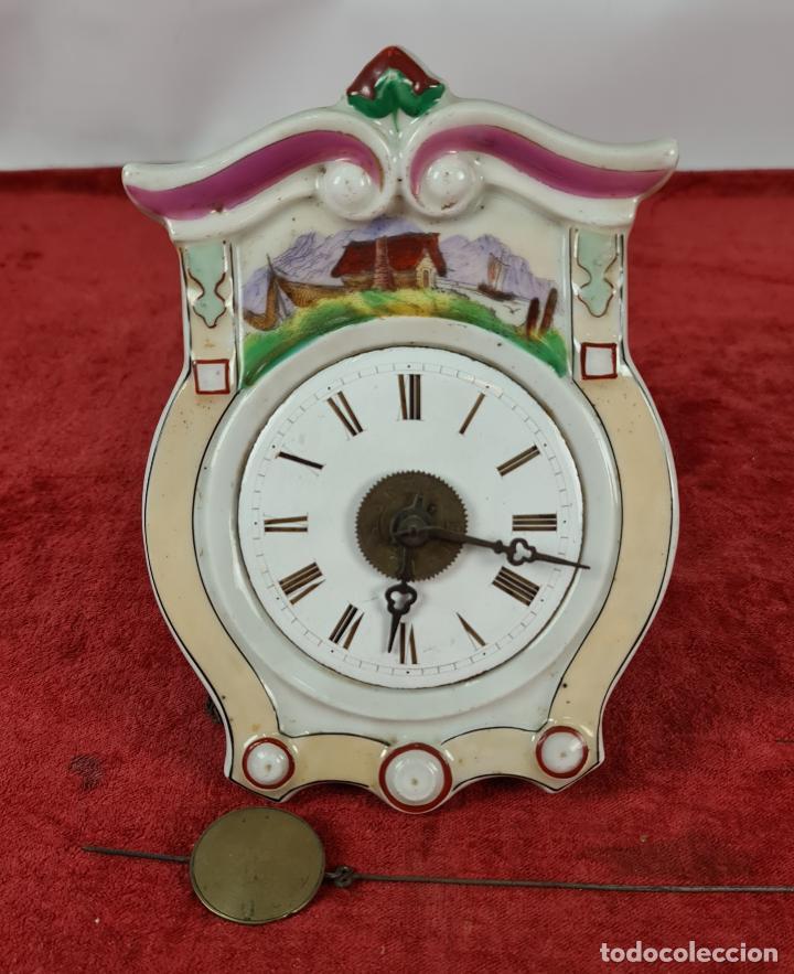 RELOJ DE PARED. FRONTAL DE PORCELANA ESMALTADA. ALEMANIA. SIGLO XIX. (Relojes - Pared Carga Manual)