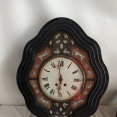Horloges murales: ANTIGUO RELOJ OJO DE BUEY CON NÁCAR. Lote 252073475