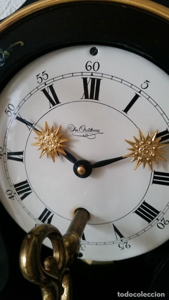 Relojes de pared: PRECIOSO Y ANTIGUIO RELOG DE PAREDE ,DU Chateaux MADE SUIZA HECHO EN LALIKE PINTADO A MANO ANOS 40. - Foto 5 - 253855745