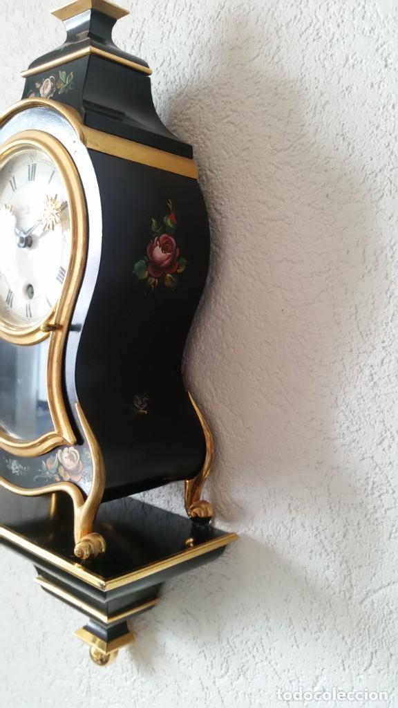 Relojes de pared: PRECIOSO Y ANTIGUIO RELOG DE PAREDE ,DU Chateaux MADE SUIZA HECHO EN LALIKE PINTADO A MANO ANOS 40. - Foto 8 - 253855745