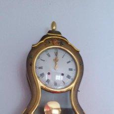 Relojes de pared: PRECIOSO Y ANTIGUIO RELOG DE PAREDE LE CASSEL MADE SUIZA HECHO Y PINTADO A MANO ES MADERA ANOS 30.. Lote 253859420