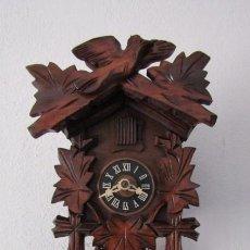 Relojes de pared: RELOJ ANTIGUO DE PARED ALEMÁN CUCU CUCO PÉNDULO FUNCIONA CON PESAS FABRICADO EN SELVA NEGRA ALEMANA. Lote 254060710