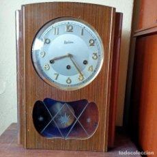 Relojes de pared: RELOJ PARED CARILLON MARCA. REGULADORA 3 LLAVES 47,5 X 34 X 15,5 CM FUNCIONANDO. Lote 254341795