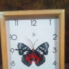 Relojes de pared: BONITO RELOJ DE PARED CON MARCO DE MADERA(FUNCIONA). Lote 254542075