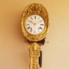 Relojes de pared: RELOJ MOREZ ANTIGUO DE CAMPANA PÉNDULO REAL MUY DETALLADO BUEN ESTADO FUNCIONA ALTA COLECCIÓN. Lote 254930175