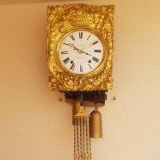 Relojes de pared: RELOJ MOREZ ANTIGUO DE CAMPANA MUY DETALLADO CON CALENDARIO BUEN ESTADO FUNCIONA ALTA COLECCIÓN. Lote 254938385