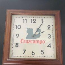 Relojes de pared: RELOJ CRUZCAMPO. Lote 257313700