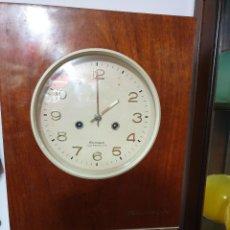 Relojes de pared: RELOJ PARED CARGA MANUAL AÑOS 70. Lote 257906270