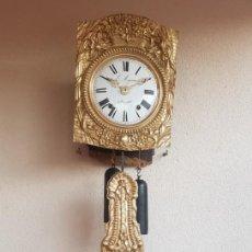 Relojes de pared: RELOJ ANTIGUO MOREZ DE PÉNDULO REAL MUY DETALLADO BUEN ESTADO FUNCIONA ALTA COLECCIÓN. Lote 261128015