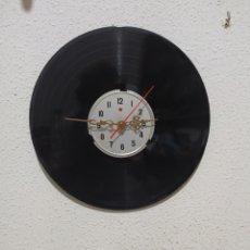 Relojes de pared: PRESENTÓ UN NUEVO CONCEPTO DE RELOJ DE PARED. CONSISTENTE EN COJER UN DISCO DE VINILO Y ACOPLARLE UN. Lote 262185910