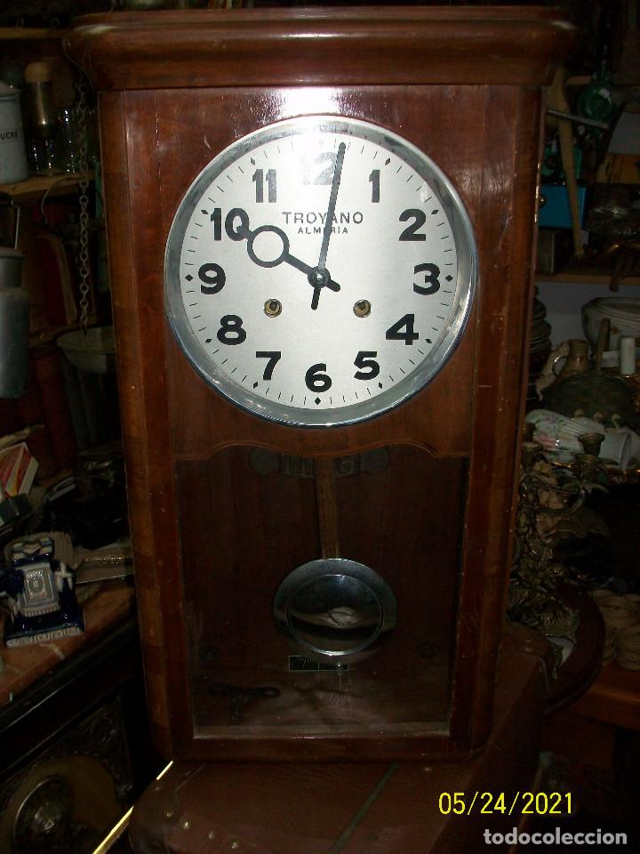 LOTE DE 2 RELOJES DE PARED-TROYANO-ALMERIA (Relojes - Pared Carga Manual)