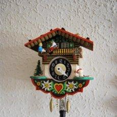 Relojes de pared: RELOJ DE CUCO A CUERDA - MADERA - MUJER EN COLUMPIO - FIGURAS CON MOVIMIENTO - ALEMANIA. Lote 266561998