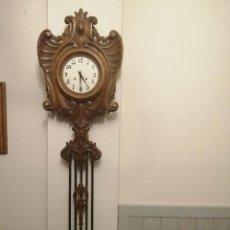 Relojes de pared: RELOJ DE PARED, MADERA TALLADA A MANO Y HIERRO FORJADO, MIDE: 1.30 X 37 X 10 C.M. MUY ANTIGUO, VER F. Lote 267024369