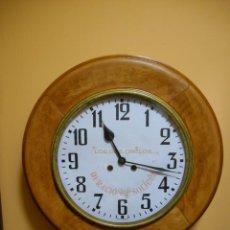 Relógios de parede: RELOJ DE PARED OJO DE BUEY DE PUBLICIDAD - LOS DOS ORILLOS - MARTI LLOPART Y TRENCH - BARCELONA -. Lote 268838949