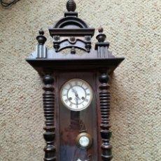 Relojes de pared: ¡¡GRAN OFERTA !!! ANTIGUO RELOJ ALFONSINO EN NOGAL CON COPETE AÑO 1890-FUNCIONA. Lote 269460598