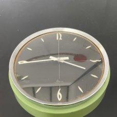 Relojes de pared: ANTIGUO RELOJ DE PAREJ METÁLICO. Lote 275132918