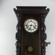 Relojes de pared: ANTIGUO RELOJ DE PARED A CUERDA FLECHAS CRUZADAS EXCELENTE PIEZA DE COLECCIÓN. Lote 275242908