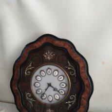 Relojes de pared: IMPONENTE RELOJ OJO DE BUEY ANTIGUO CON NÁCAR. Lote 275292103